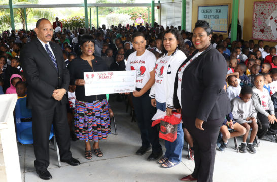 Minister of Health teaches students about healthy hearts
