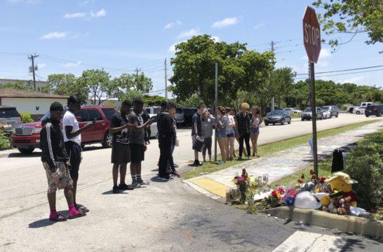 Fans grieve as detectives search for XXXTentacion's killers