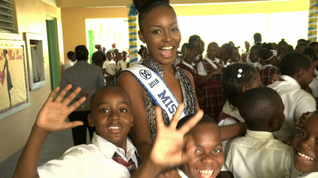 Miss World Bahamas visits Garvin Tynes Primary School in first official appearance