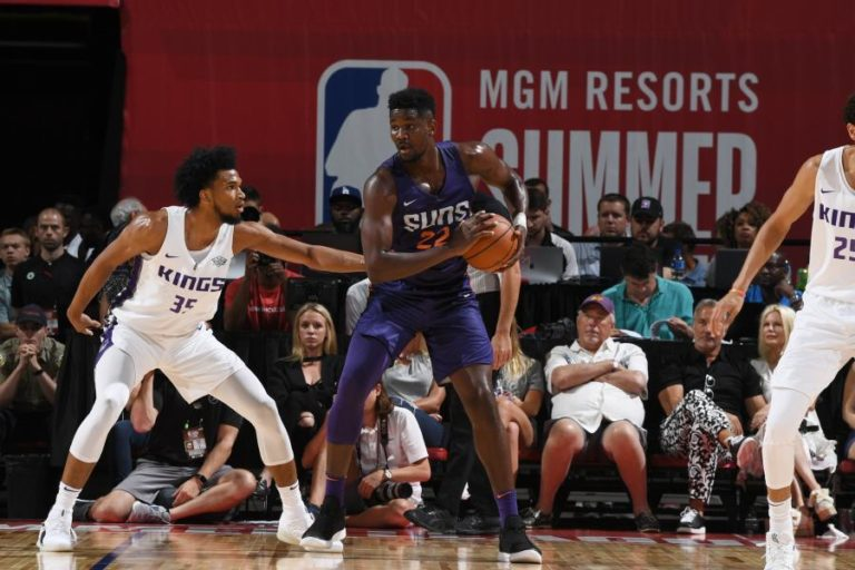 Ayton puts up 21 in win over Kings