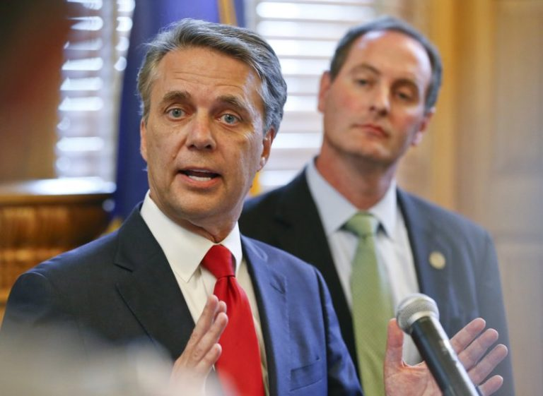 Kansas governor concedes, says he will endorse GOP nominee