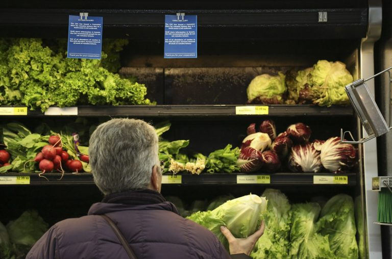 Americans, Canadians warned not to eat romaine lettuce