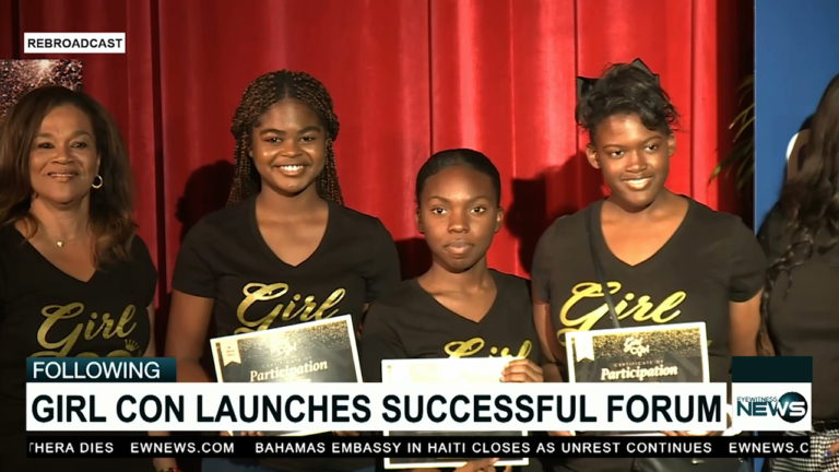 Girl Con event in GB attracts hundreds