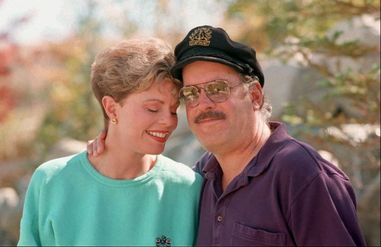 Daryl Dragon, Captain of Captain & Tennille, dead at 76