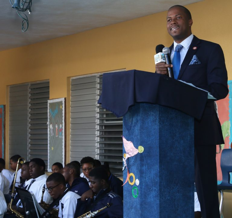 Senator addresses students on the significance of Majority Rule