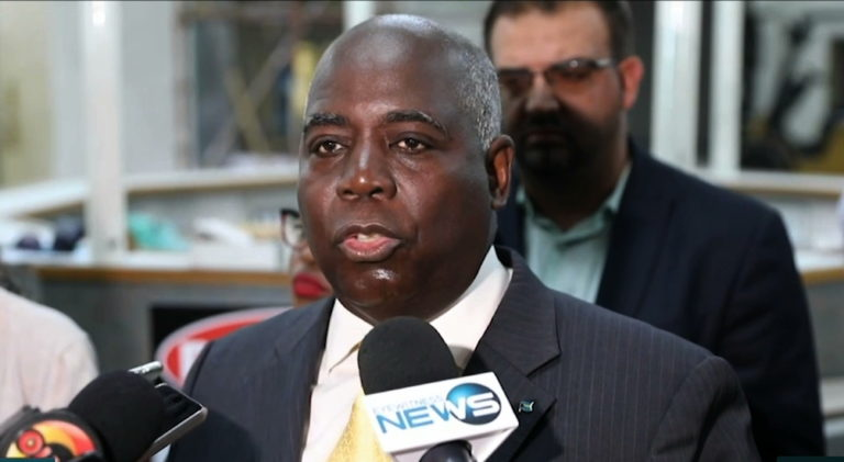 "Davis: PLP ""welcomes"" Symonette's resignation"