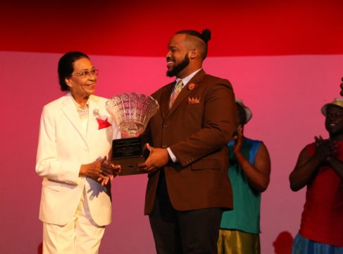 Governor General presents award at gala performance of the National Youth Choir