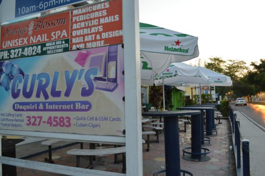 """Gunman orders patrons to """"leave"""" before robbing Curly's"""